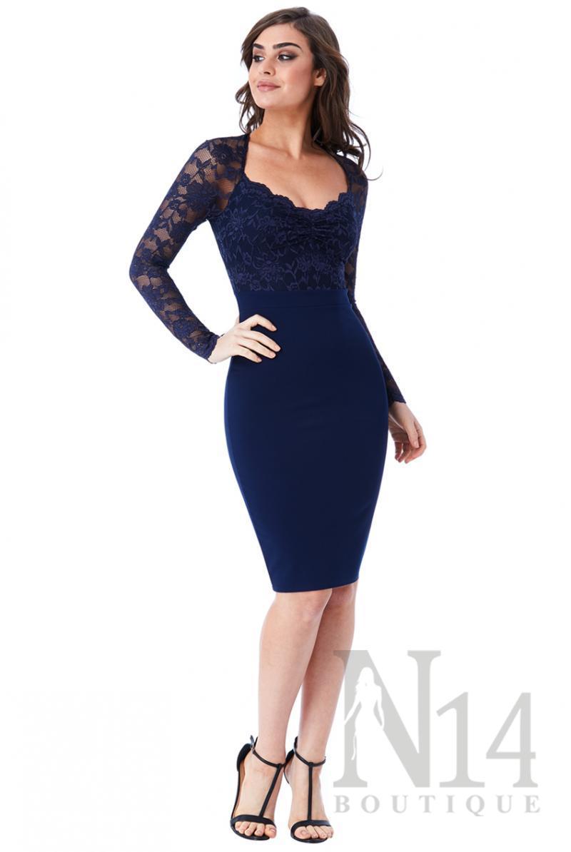Елегантна рокля с дантелени ръкави в тъмно синьо
