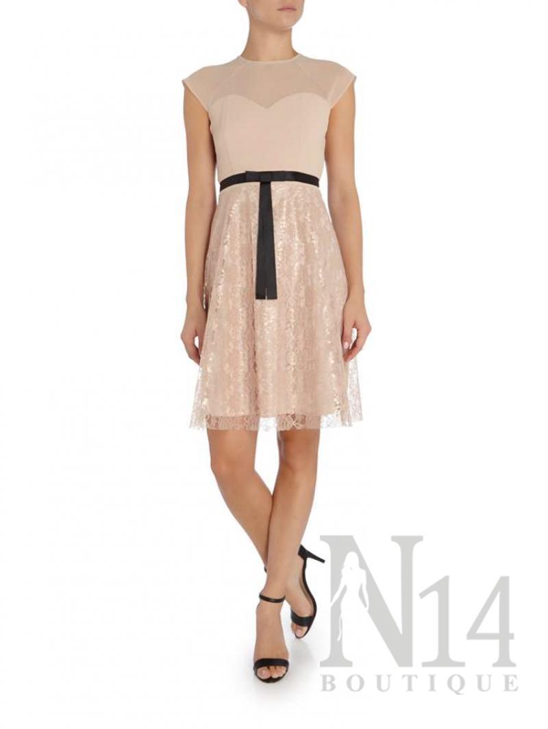 Елегантна рокля до коляното в телесен цвят