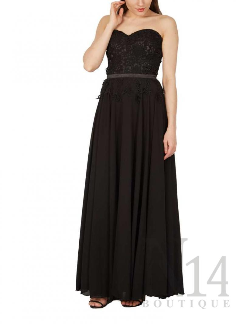 Елегантна рокля със сърцевидно деколте и дантела