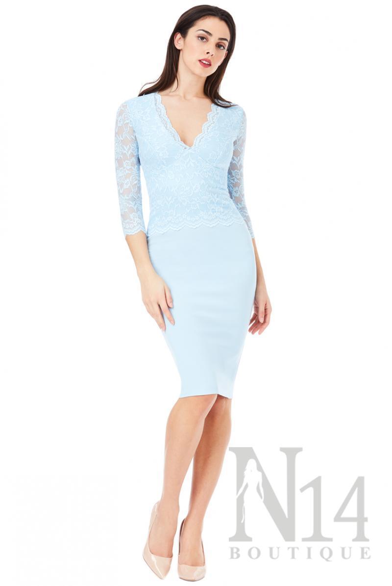 Елегантна рокля с V образно деколте и дантела