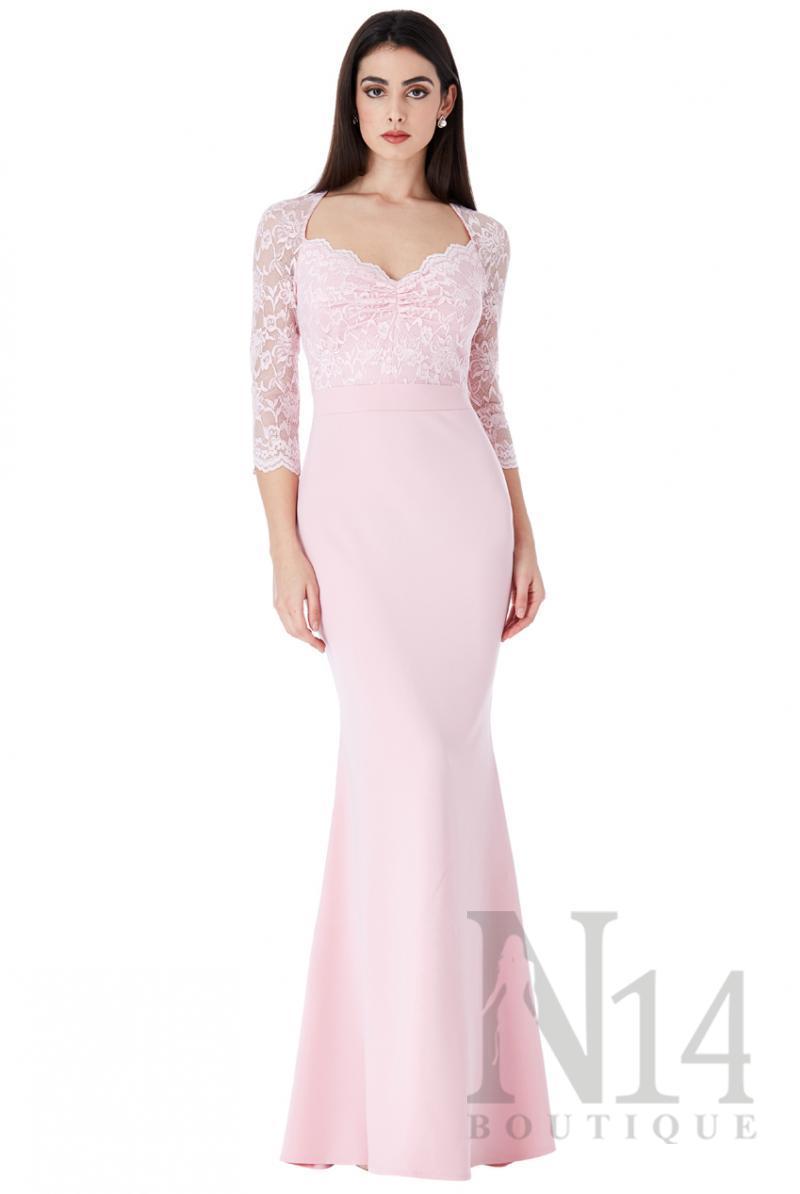 Дълга рокля с дантелени ръкави в розов цвят