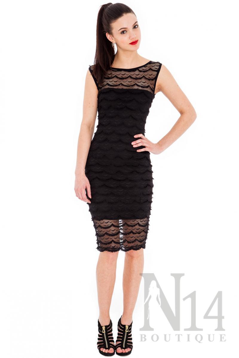 Къса дантелена рокля в черно