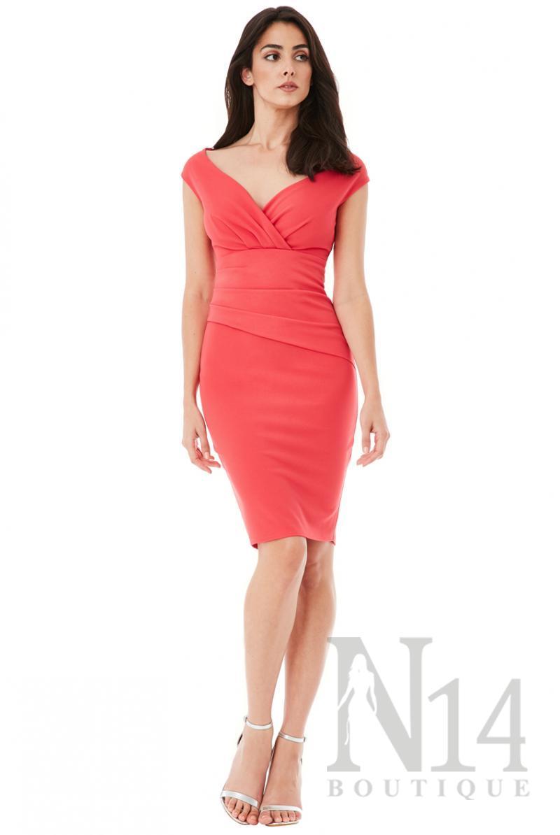 Елегантна рокля по тялото с отворено деколте