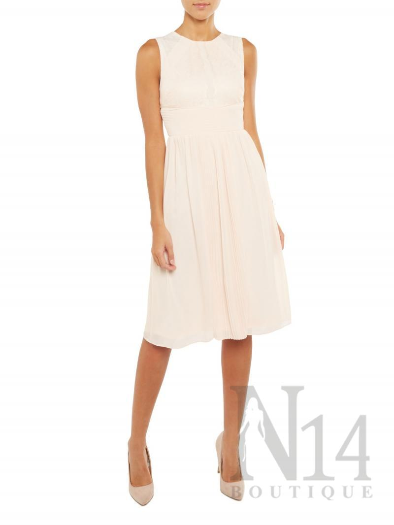 Ефирна рокля в телесен цвят