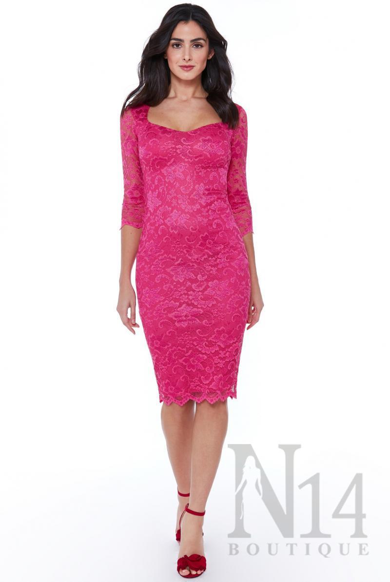 Дантелена рокля по тялото със сърцевидно деколте