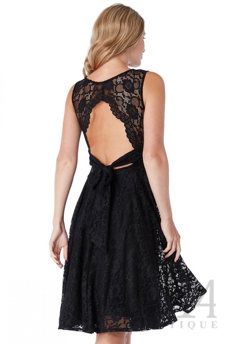 Дантелена рокля с гол гръб