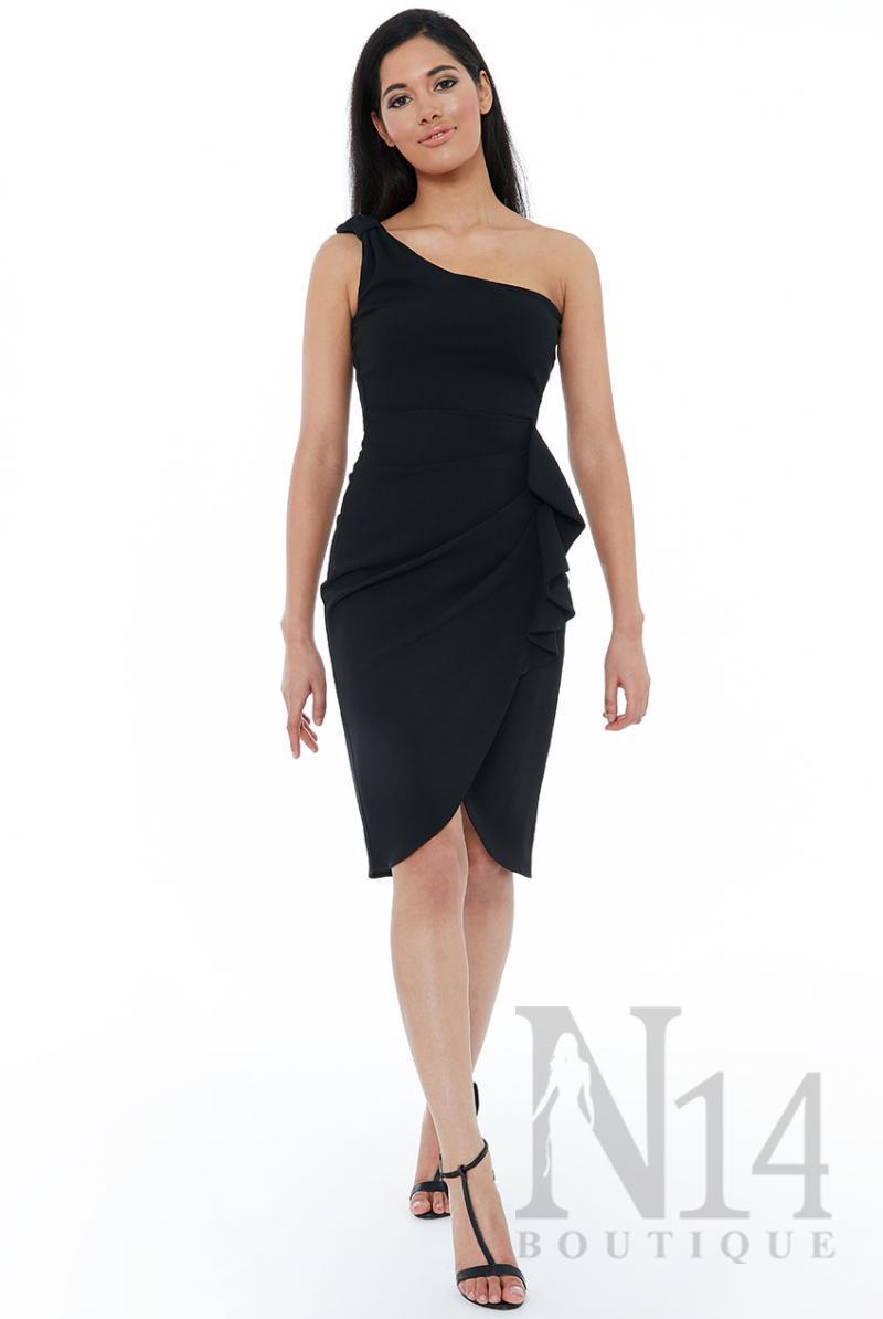 Елегантна  рокля с едно рамо и детай около талията