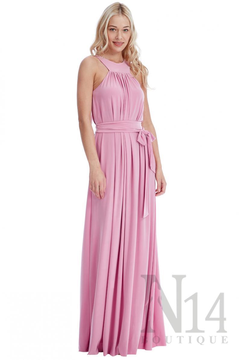 Нежно розова дълга рокля с връзки