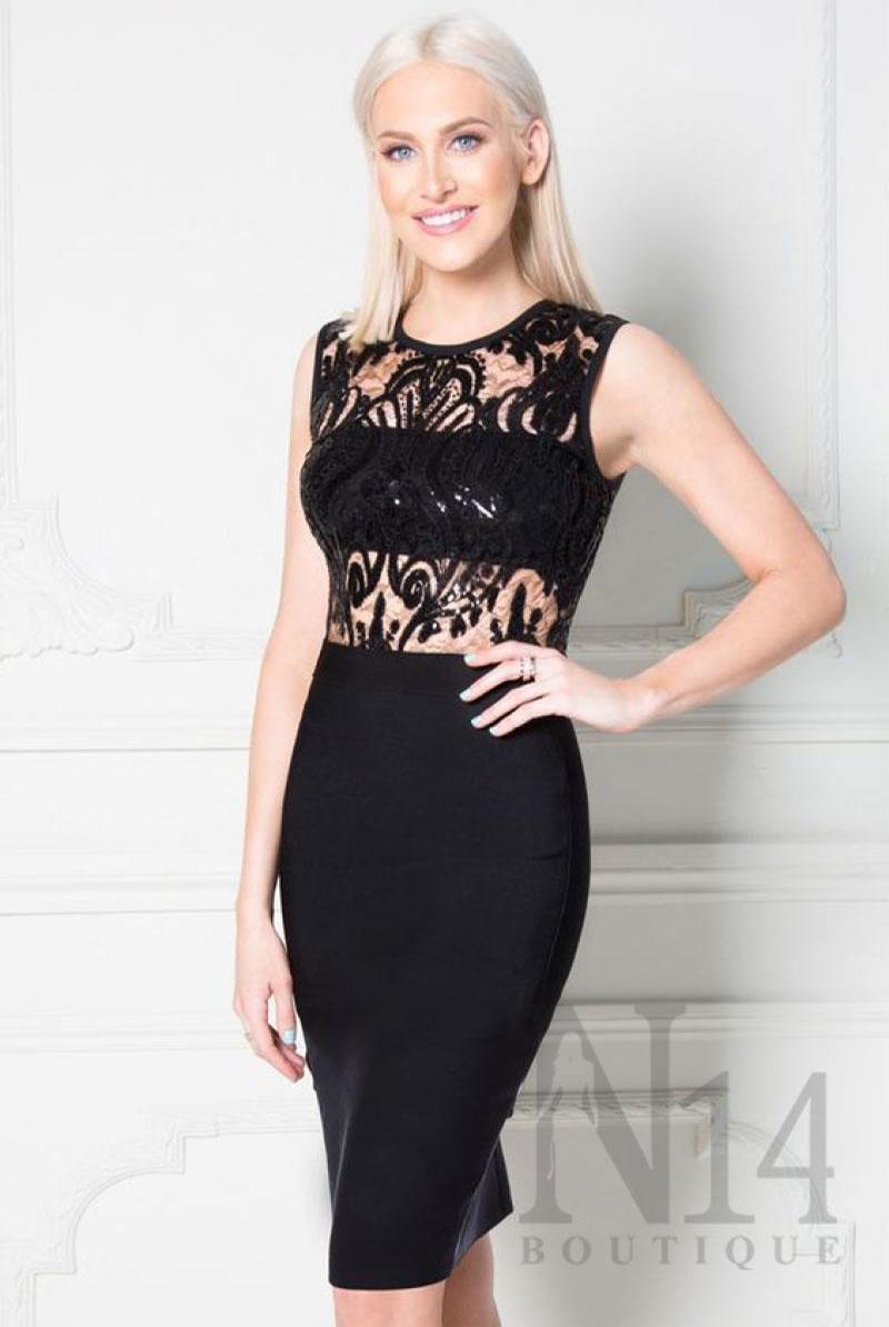 Елегантна рокля в черен цвят и дантела